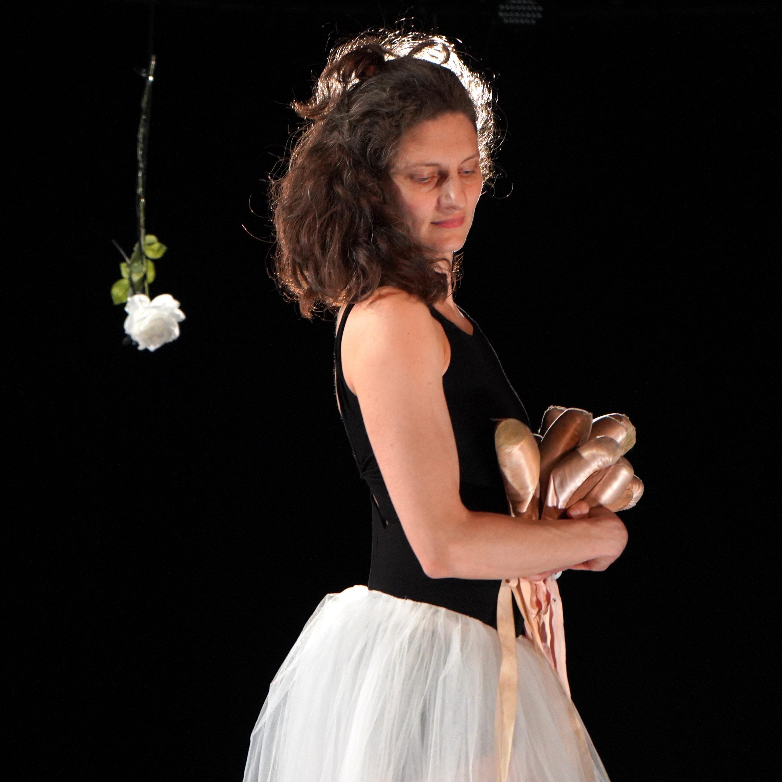 danse théâtre documentaire mockumentaire